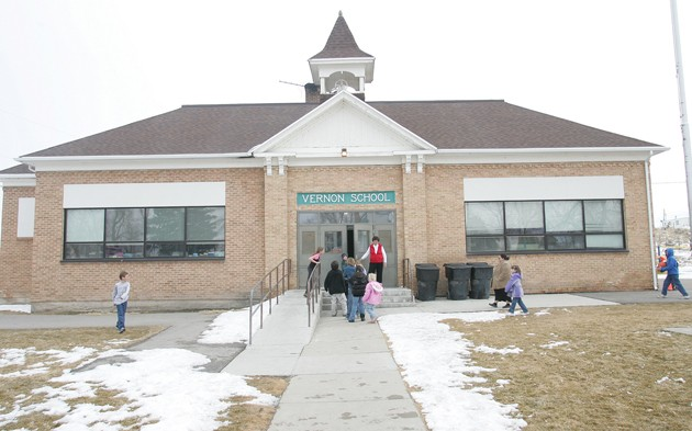 School board considers future of Vernon School