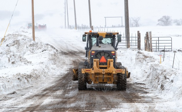 Snowplow crews help clear road after family calls in for help