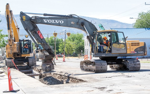 Crews work on sewer, water lines on Main Street in Grantsville